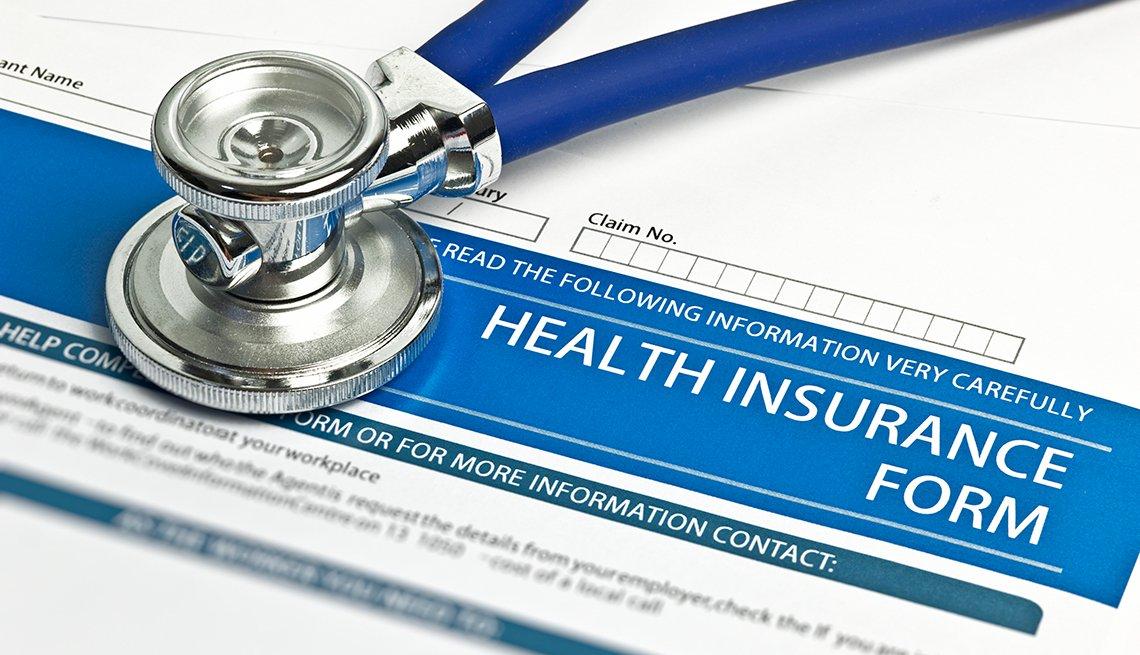 Formulario para solicitar un seguro de salud y un estetoscopio