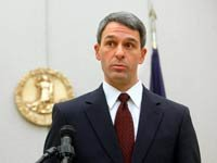 El Procurador General de Virginia, Ken Cuccinelli, desafía la constitucionalidad de la nueva ley de reforma del sistema de salud.