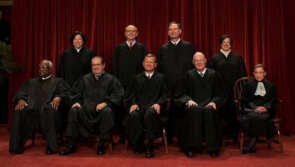 Jueces de la Corte Suprema - argumentos sobre la constitucionalidad de la ley de atención de la salud y la expansión de Medicaid.