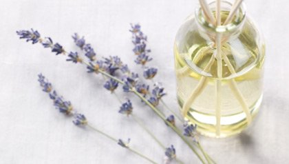 Remeduos caseros - La fragancia de lavanda puede ayudar a aliviar el insomnio y mejorar el sueño.