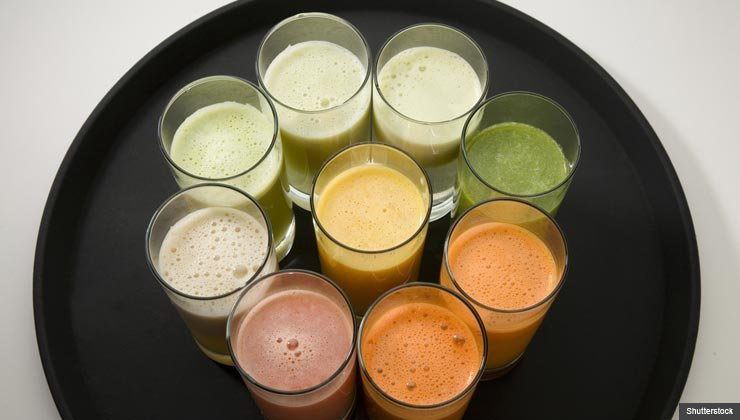 Pros and Cons of fresh juices vs. smoothies. For The Juicer or Blender: Which Is Healthier?