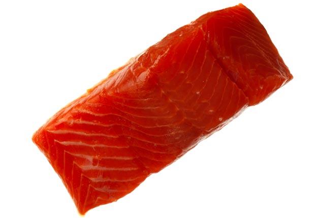 5 Gran alimentos que ayudan estimulación inmunológica - Salmón crudo