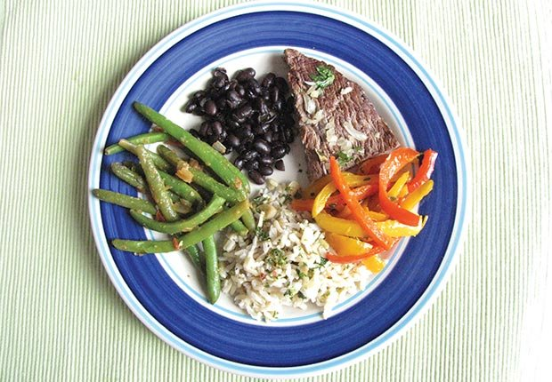Un plato completo lleno de color - alimentos para prevenir el cancer.