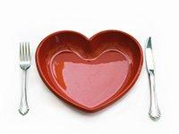 Plato en forma de corazon color rojo - Cuanto sabe sobre dietas