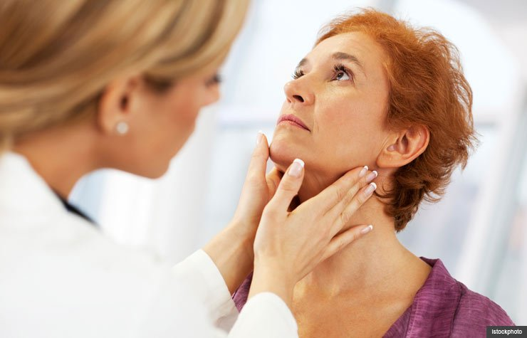 Doctor examines woman's neck, 7 Myths about thyroid disease