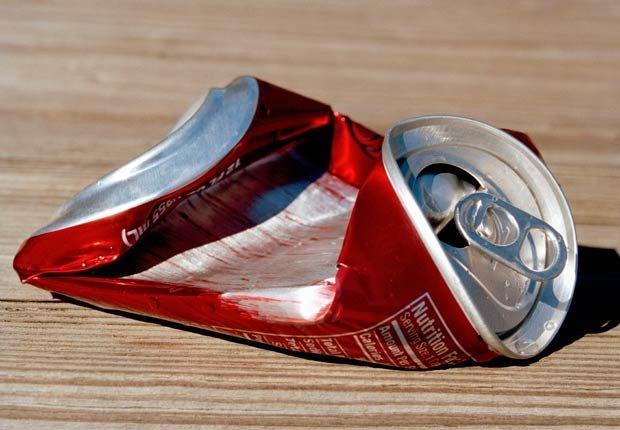 Lata de soda aplastada -  Alimentos que afectan la salud del corazon