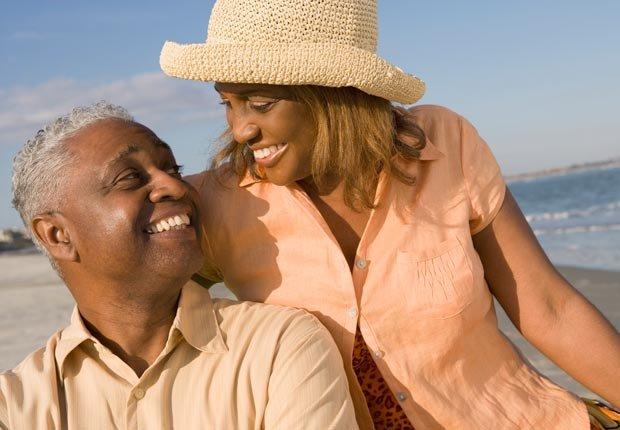 Parejas sonriendo el uno al otro - Encontrar su alma gemela