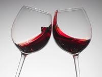 Dos vasos de vino tinto - El vino tinto ayuda a reducir el colesterol