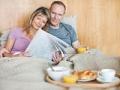 Comer el desayuno en la cama - 7 cosas que puede hacer en el dormitorio que puede salvar su vida.