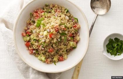 Quinoa con especias y hierbas con cebollas verdes