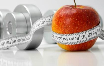 Pesas, cinta métrica y una manzana - Que es el metabolismo y como acelerarlo