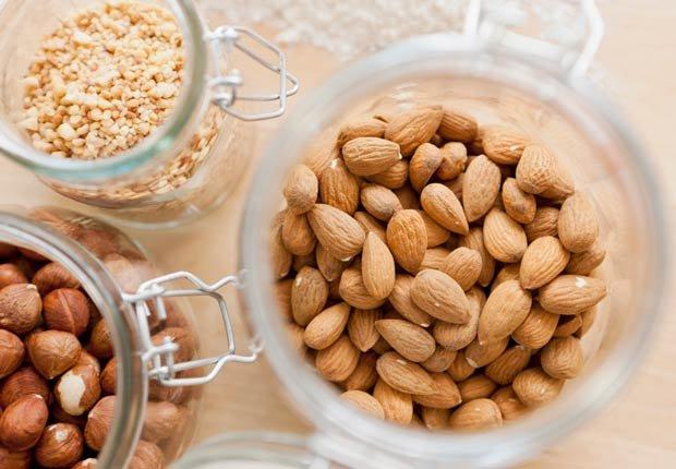 Nueces. 10 alimentos que pueden agravar la artritis.
