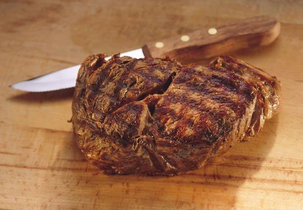 Carne roja. 10 alimentos que pueden agravar la artritis.