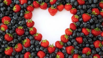 Eating berries can lower your risk of heart disease. Healthy tips for 2014. (Ocean/Corbis)
