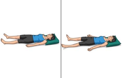 Pose de corpse en yoga - Los beneficios del yoga en los 50s, 60s y 70s