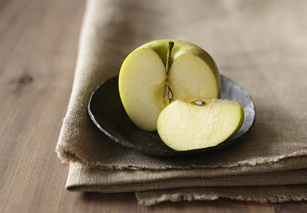 Apples, Everyday Foods with Surprising Health Benefits (Getty Images)