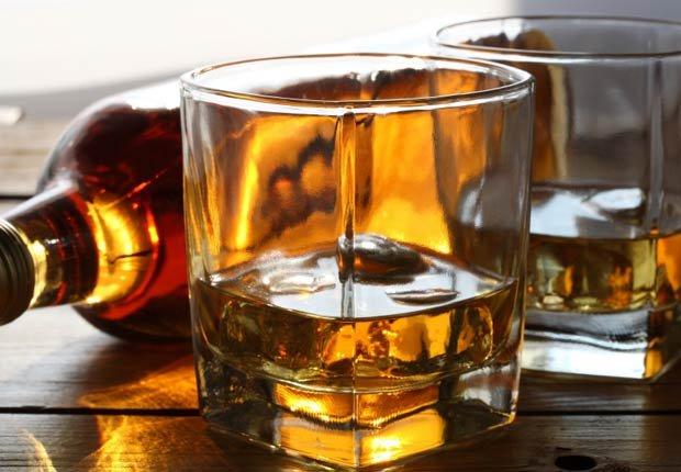 Alcohol, 10 alimentos que te hacen ver más viejo