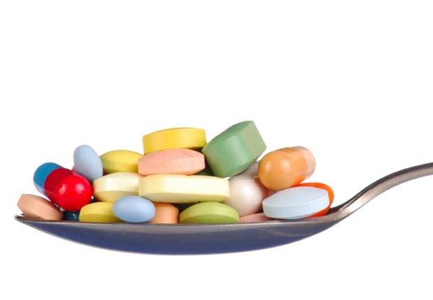 Pastillas en una cuchara - Mitos sobre las vitaminas