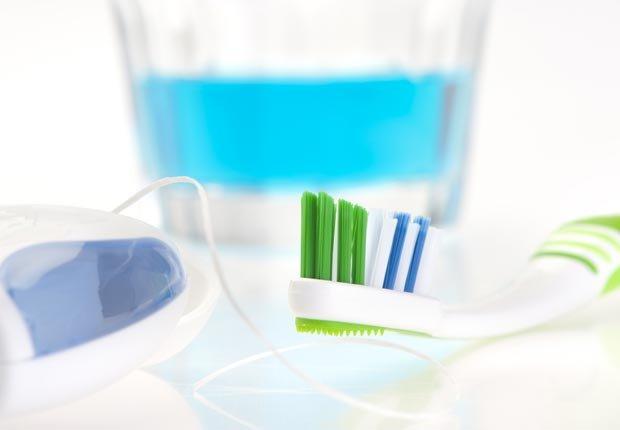 Use el hilo dental, enjuague bucal y cepillo de dientes - Su cepillo de dientes en un semillero para las bacterias?
