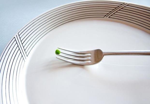 Una alverja en un tenedor - 10 Consejos saludables para perder peso este verano