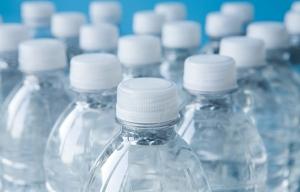 Beba mucha agua - Evite enfermarse mientras viaja
