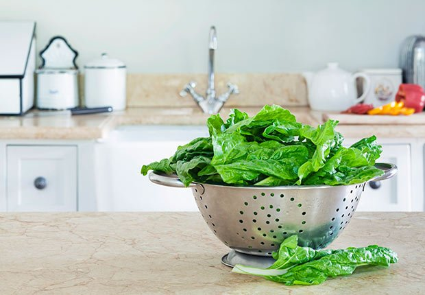 Lower dementia risk nutrition spinach
