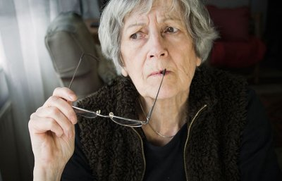 Lower dementia risk nutrition woman