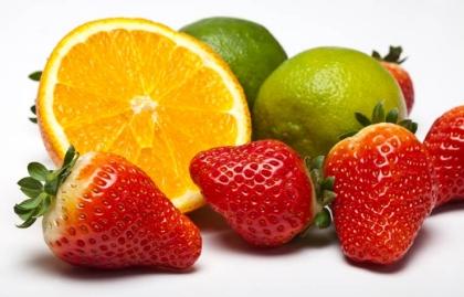 Naranjas y fresas - Alimentos para una piel más joven y saludable.