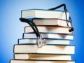 Una pila de libros con un estetoscopio - 5 Libros que debe leer por su salud