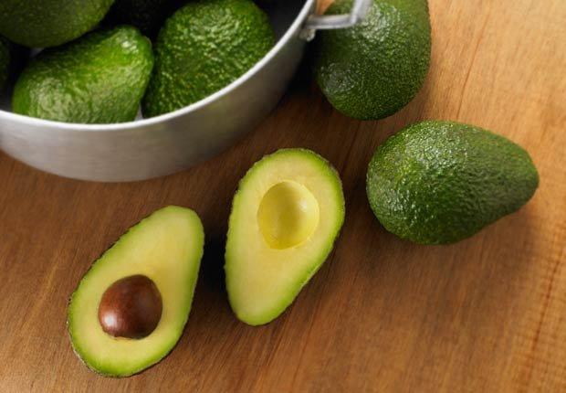 Avocado - 10 Alimentos latinos que ayudan a reducir el colesterol