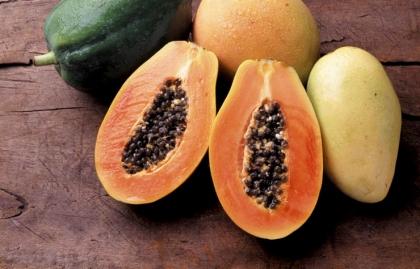 Papaya - 10 Alimentos latinos que ayudan a reducir el colesterol