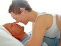 Pareja en la cama - Tener sexo después de un infarto