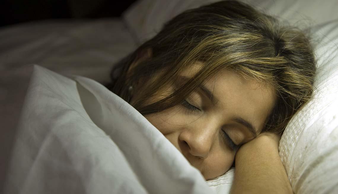 Mujer durmiendo - Formas de reducir el estrés