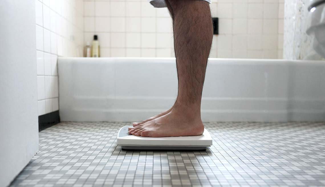 Pesándose - Dietas para adelgazar poco saludables