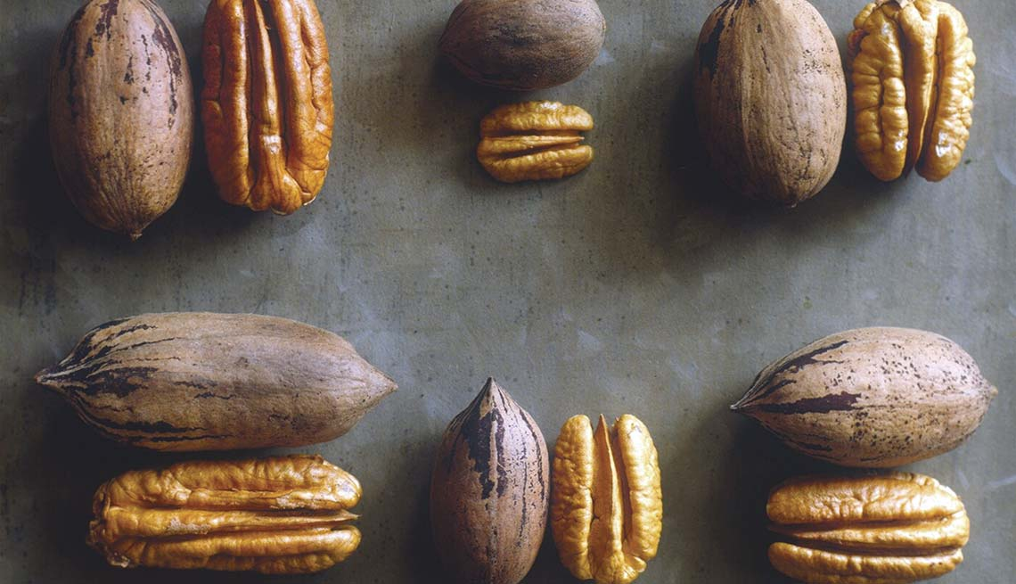 Shelled and unshelled pecans, Best Nuts Health