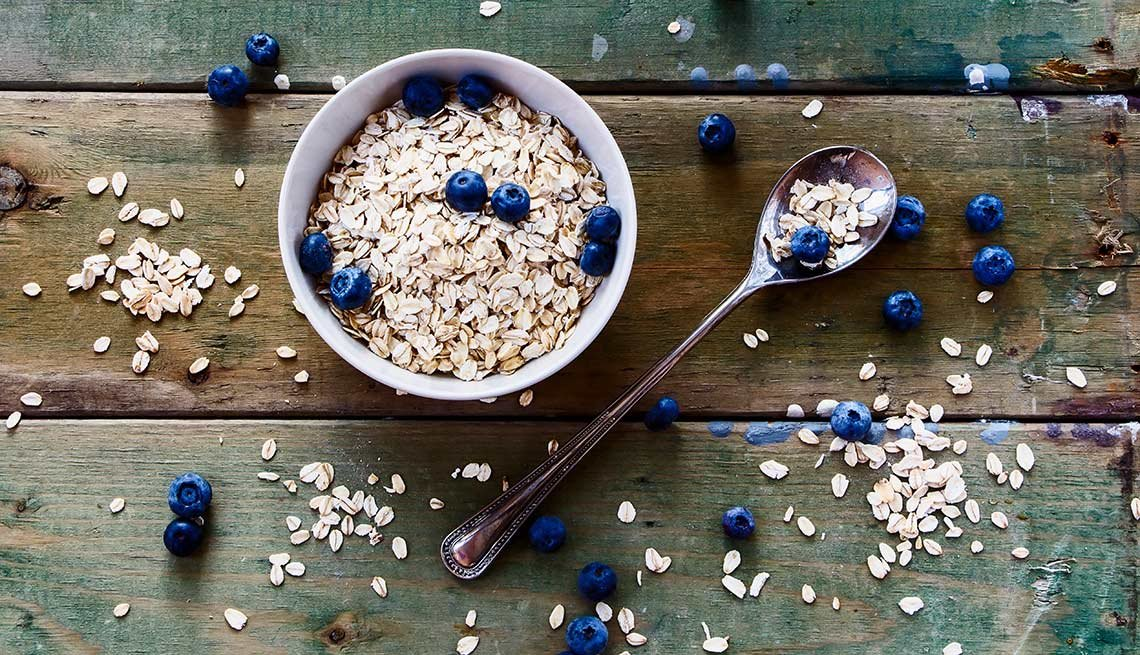 Oatmeal and blueberries, Foods That Help Your Gut