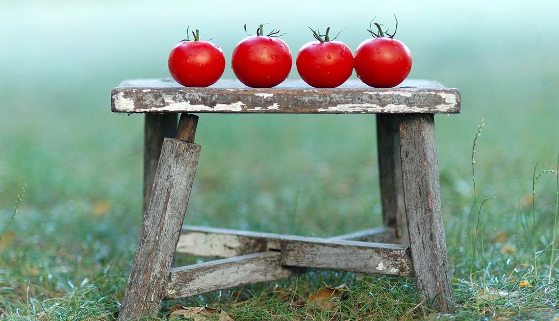 Tomatoes on a stool, Foods That Help Your Gut