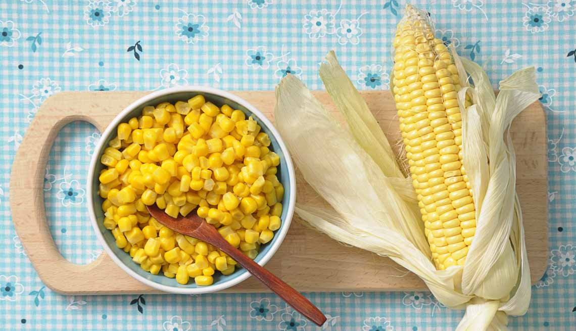 Corn kernals in a bowl, An ear of sweet corn, Eye Healthy foods