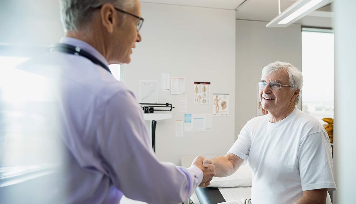 Patient shakes hands with doctor, Doctor Visit Tips