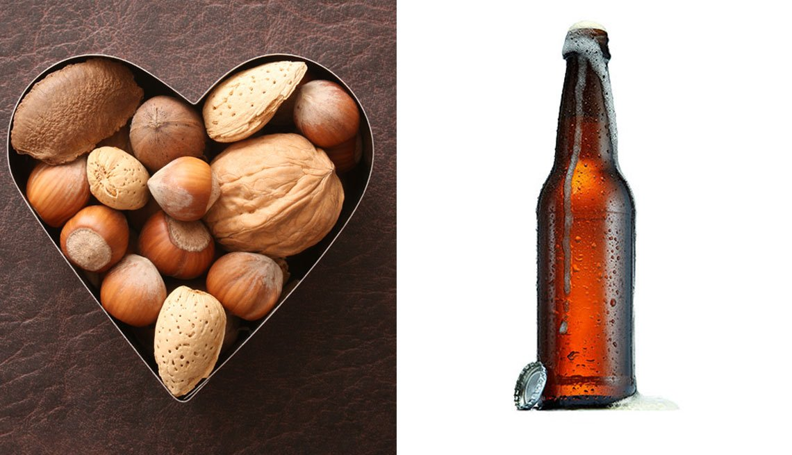 Imagen dividida: nueces a un lado, una cerveza al otro