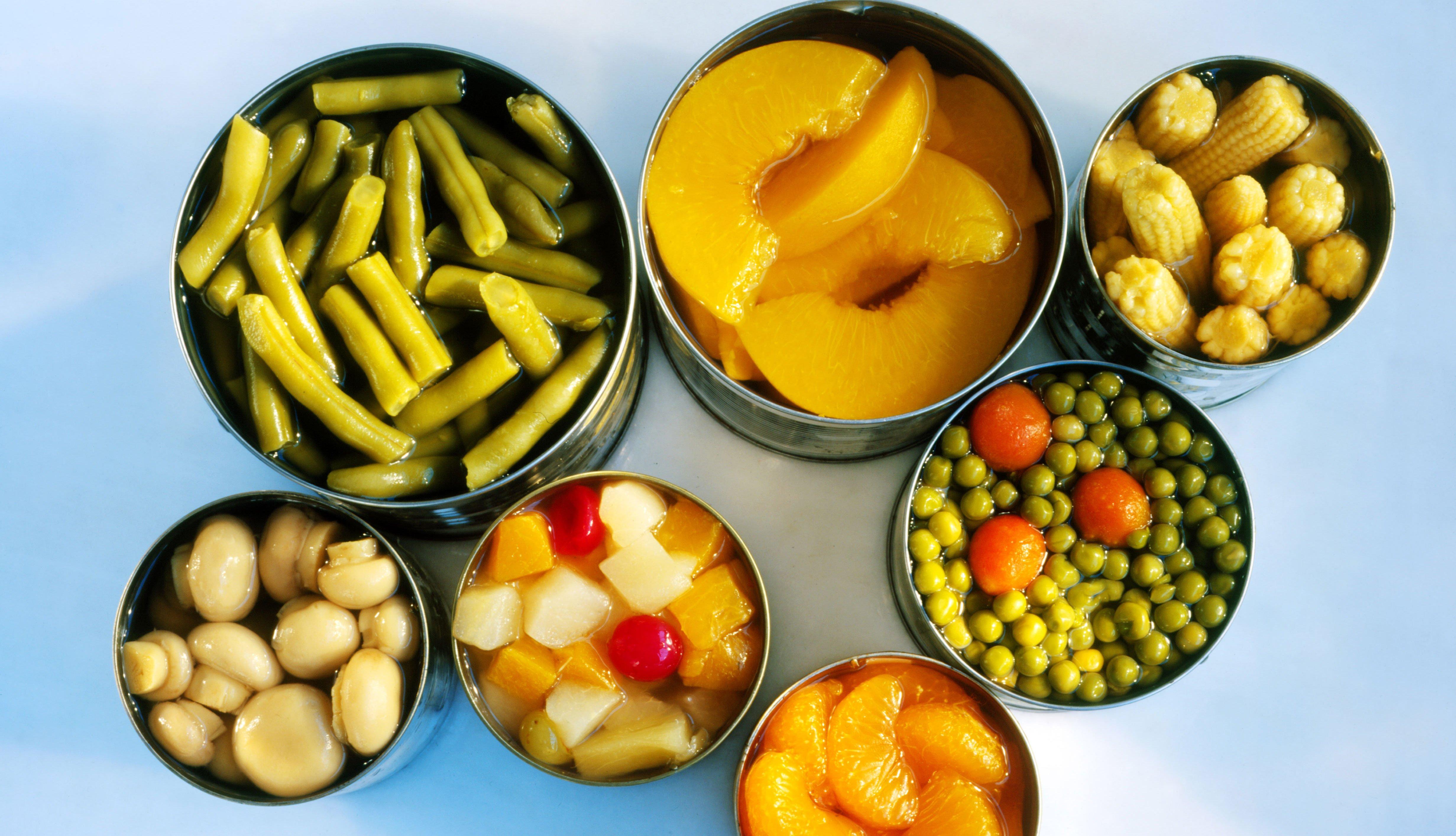 Frutas y vegetales enlatados