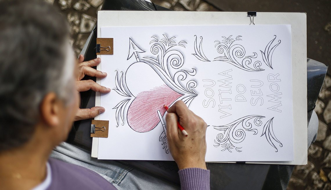 Persona adulta coloreando - Libros para colorear para adultos