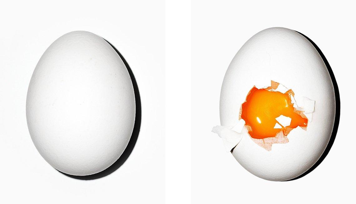 Huevo entero y huevo roto