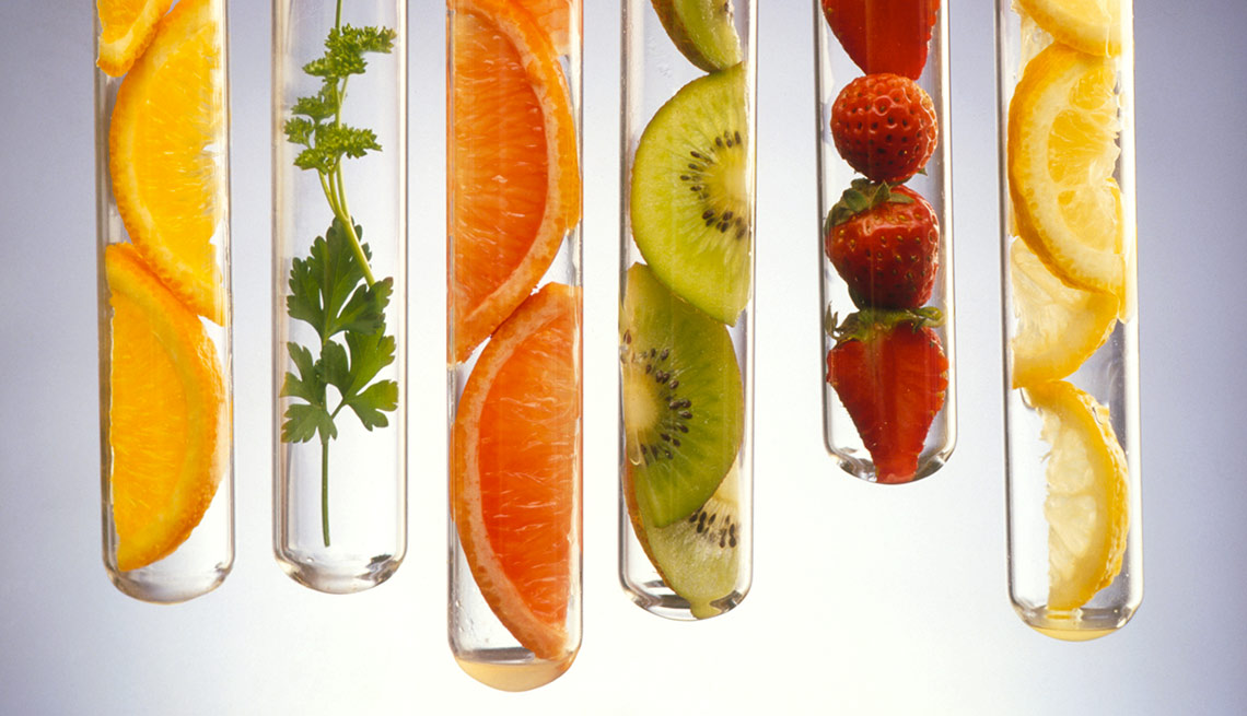 Foods Rich in Vitamin C May Reduce Cataract Risk