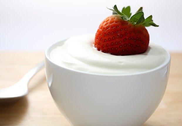 Alimentos ricos en magnesio - Yogurt con fresa