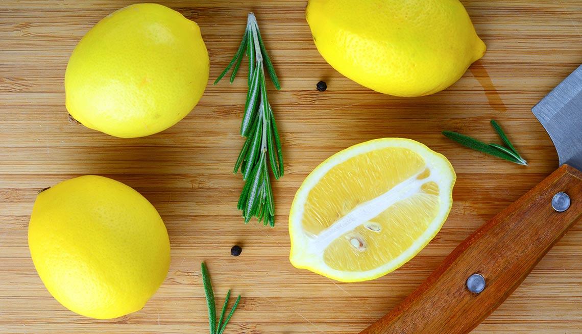 Limón enteros y rebanados
