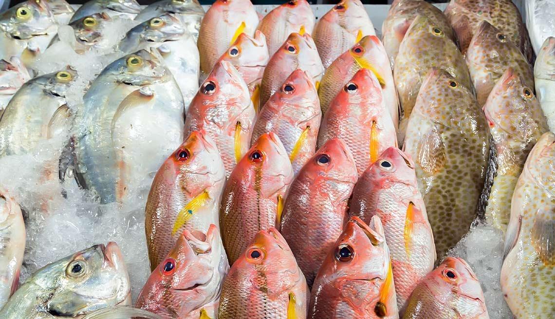 Pescado fresco en un mercado