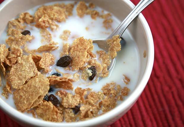 Cereal con leche y frutas