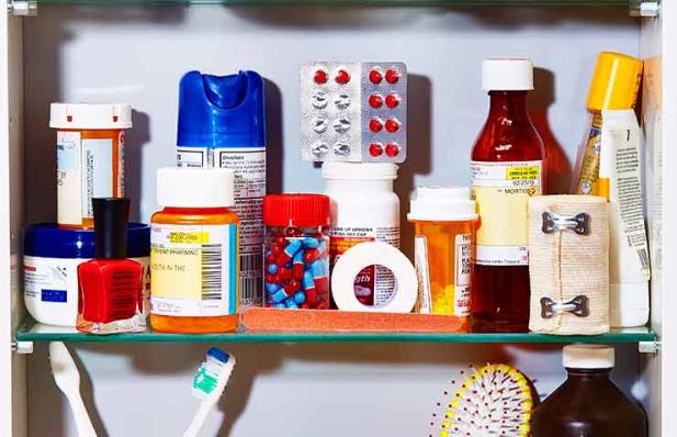 Botiquín lleno de medicamentos