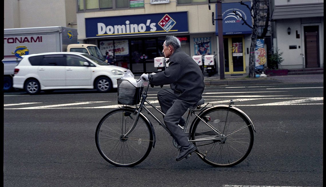Hombre corriendo bicicleta